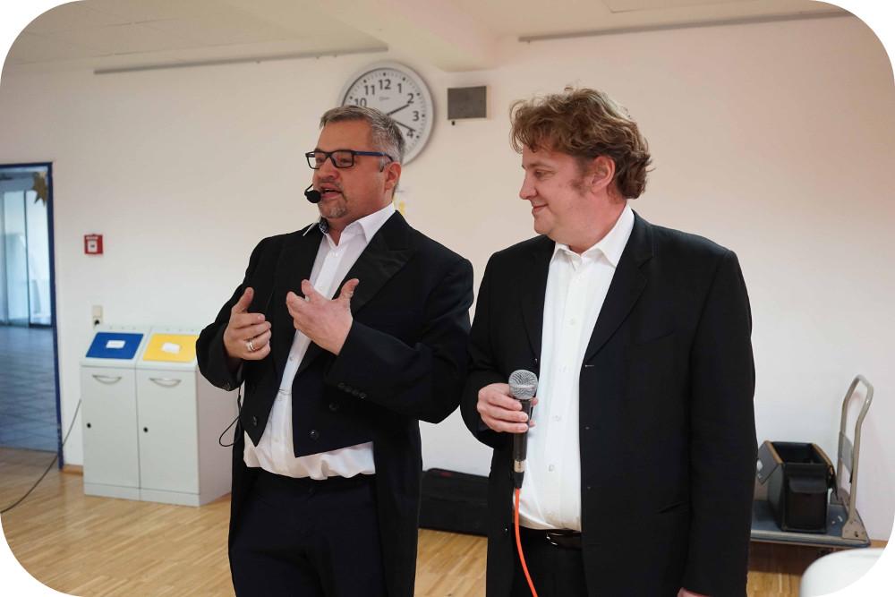 """Die Musiker von """"Des Duo"""" bei ihrem Auftritt"""